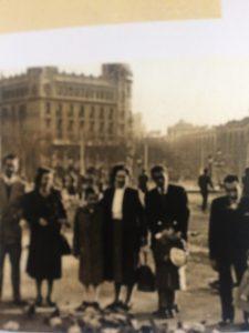 Foto familiar Plaça Catalunya, testimonis migrants