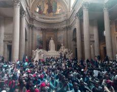 Els Gilets Noirs al Pantheó de París